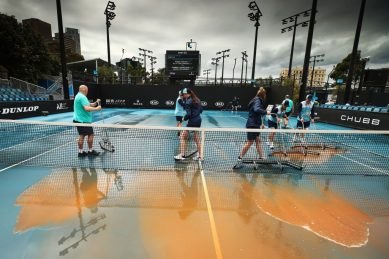 Mud stops play as Australian Open faces new challenge